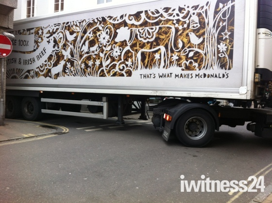 Lorry stuck in Barnstaple