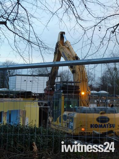 New Briars School being demolished