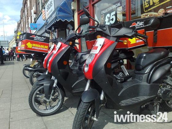 Iwitness24 Iwitness Community Pizza On L Plate Mopeds