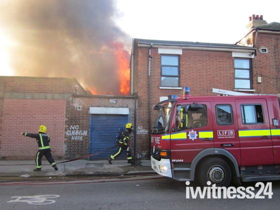 Escalating Fire Blaze Manor Park - 27/01/2012