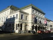 Queen's Theatre shuts down