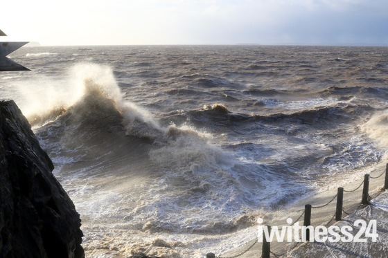 Stormy Seas around Knightstone