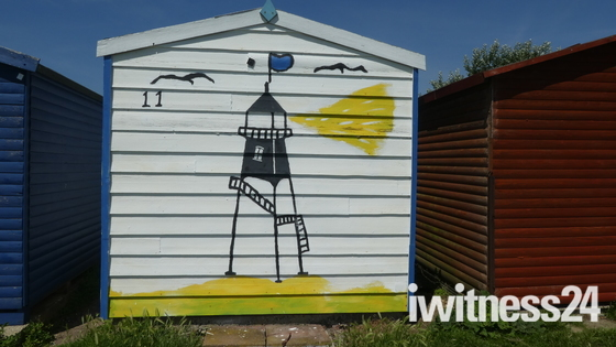 Beach hut fun painting