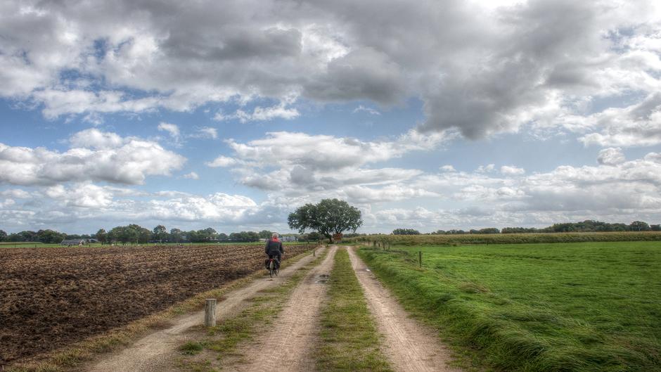 13-09-2017 Mooie wolkenluchten in Zenderen, Overijssel