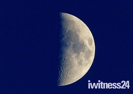 CONTRAST. Bright Moon/ Dark Sky