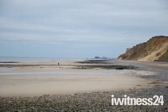 Afternoon walk on West Runton beach