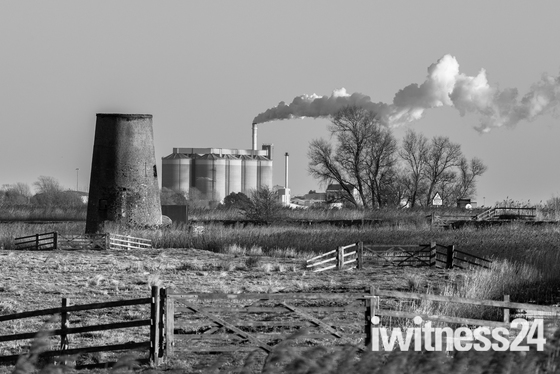 Buckenham to Cantley in B&W