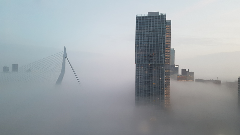 Mist boven Rotterdam