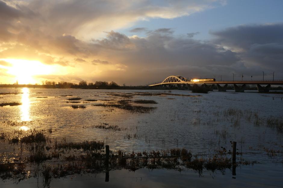 Zonsondergang bij Hanzeboog, Zwolle-Hattem