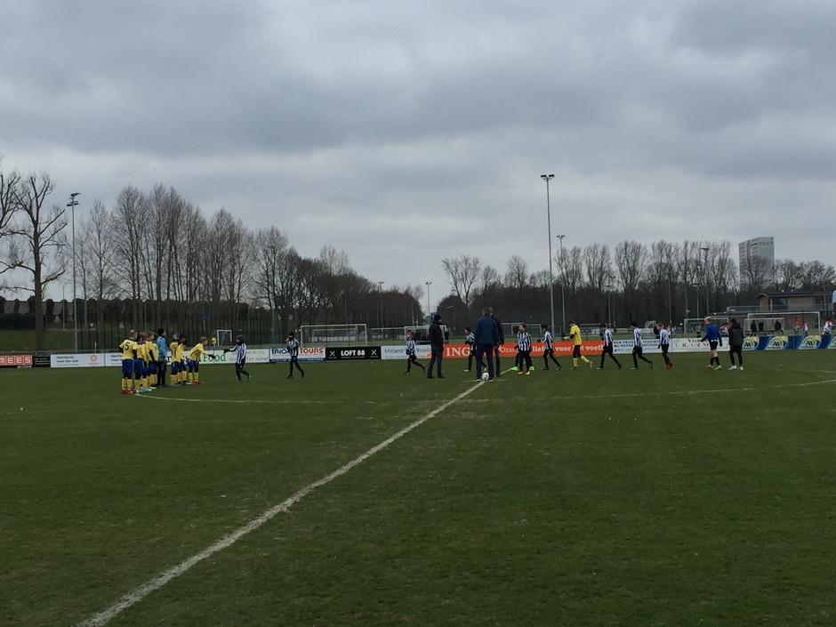 Jeugdvoetbalwedstrijd J012 bij Hercules in Utrecht