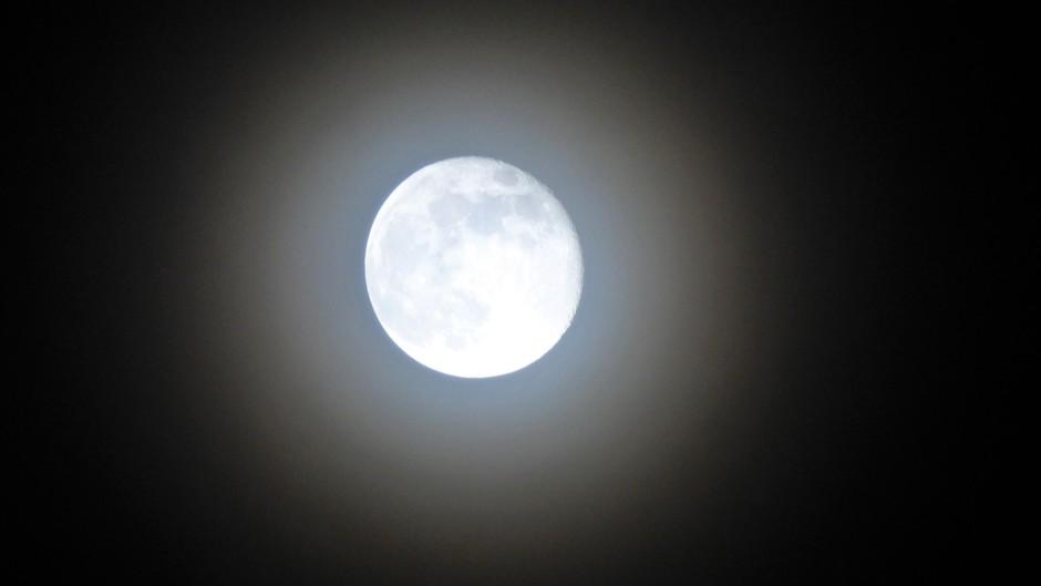 Vannacht een prachtige Corona met maanlandschap (was moeilijk).