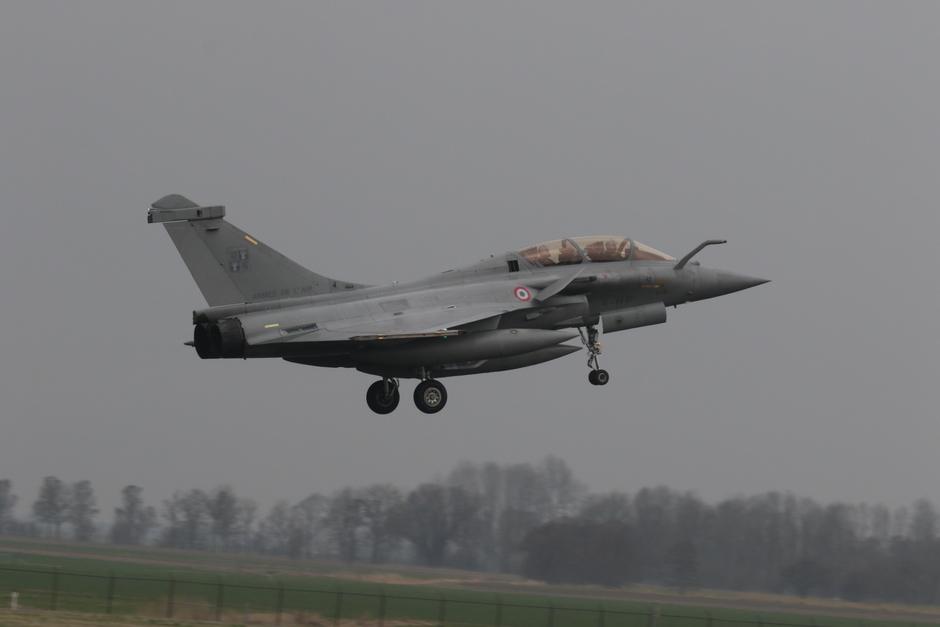 20180409 Vlb. Leeuwarden, de eerste missies van de oefening FrisianFlag2018 zijn gestart met een grijze en druilerige lucht