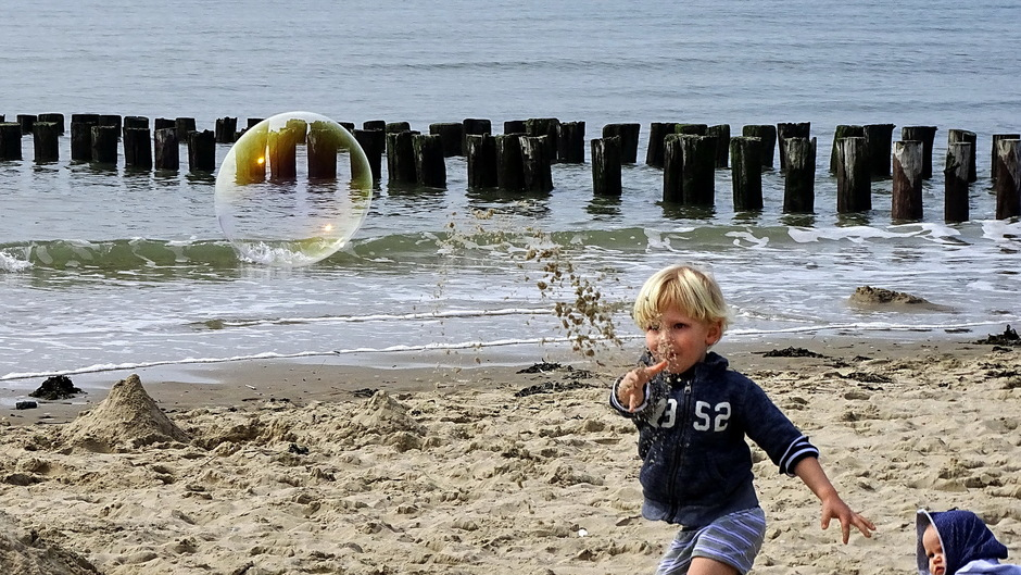 Strandvermaak zeepbellen Zoutelande