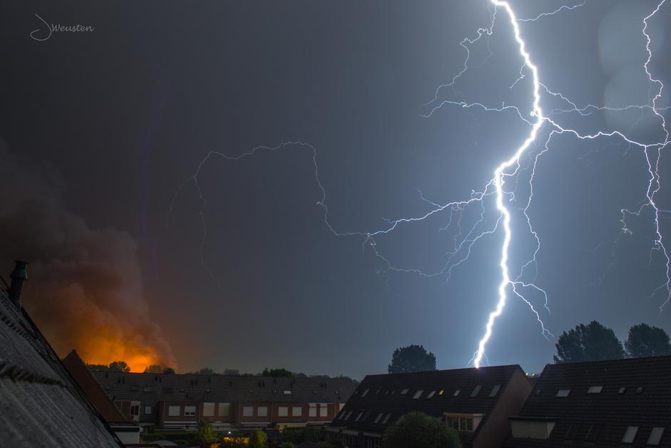 Onweer in Ede tijdens Brand