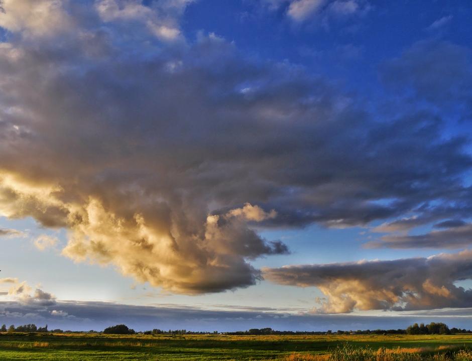 Wolkenformaties boven Reeuwijk
