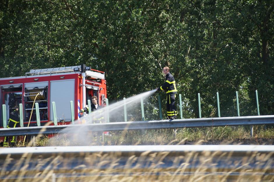 Bermbrand langs de snelweg