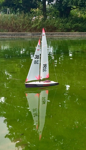 Sailing model yachts in Woodbridge