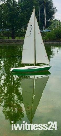Sailing model yachts in Woodbridge
