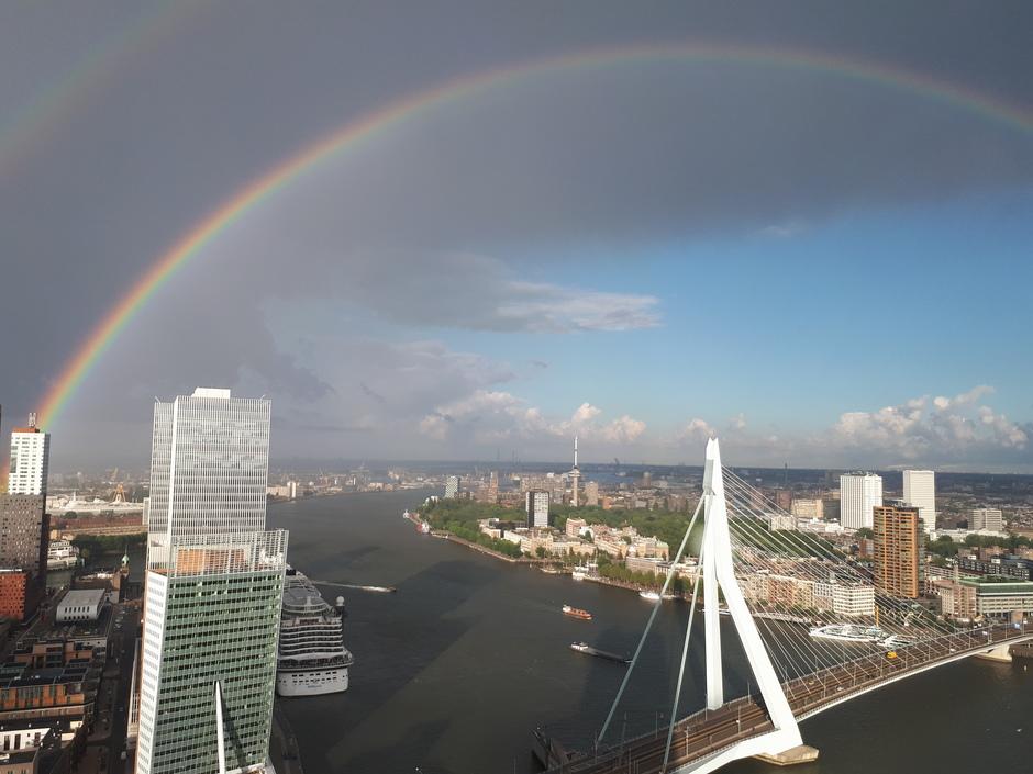 RE: Rotterdam 36 hoog, ronde regenboog (regencirkel dus :-) )