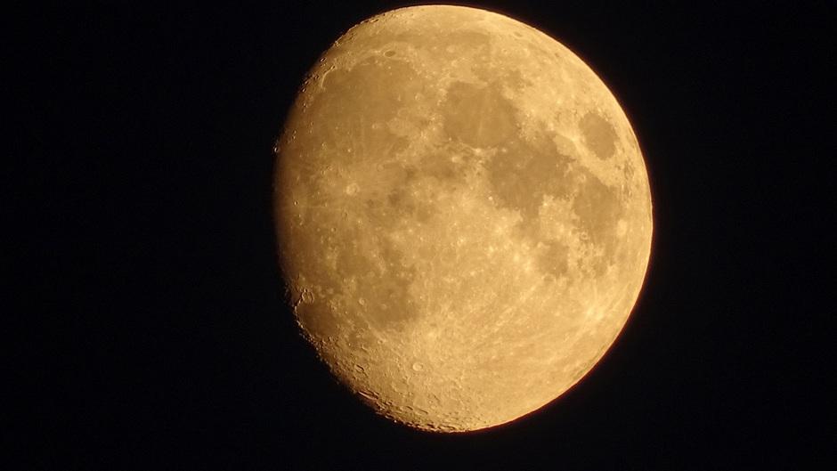 De maan 88% zichtbaar