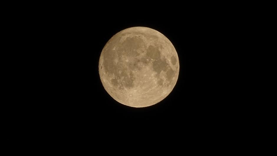 Bijna volle maan (98% zichtbaar)