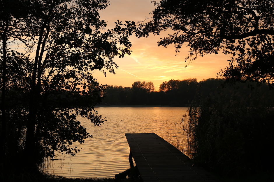 bij het meer