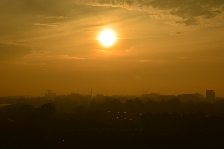 een mistige zonsopkomst
