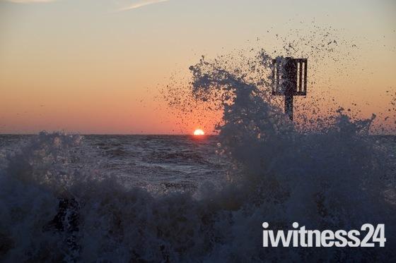 sunrise at pakefield beach