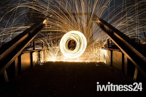 Steel wool bridge