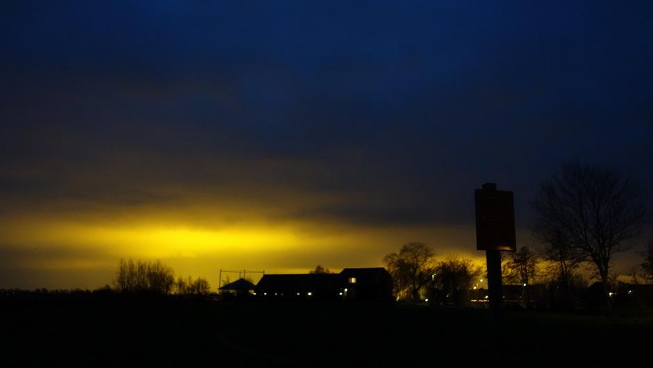Lichtvervuiling door laaghangende bewollking