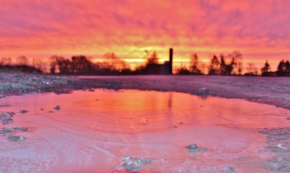 spiegeling op een bevroren waterplas