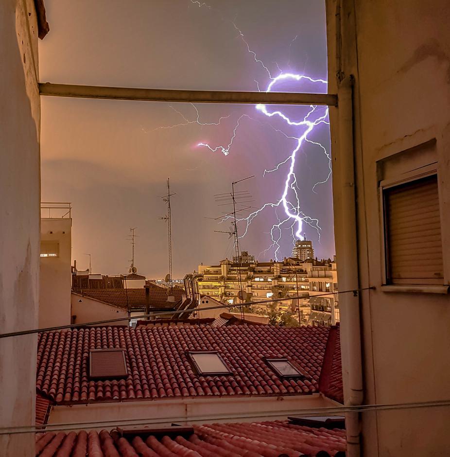 ⚡ Onweer raakt Torre de Madrid ⚡