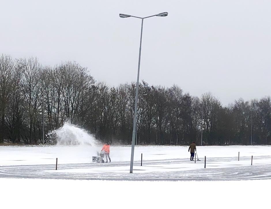 Sneeuwvrij maken.