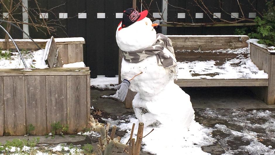 De grootste sneeuw pop van Sassenheim