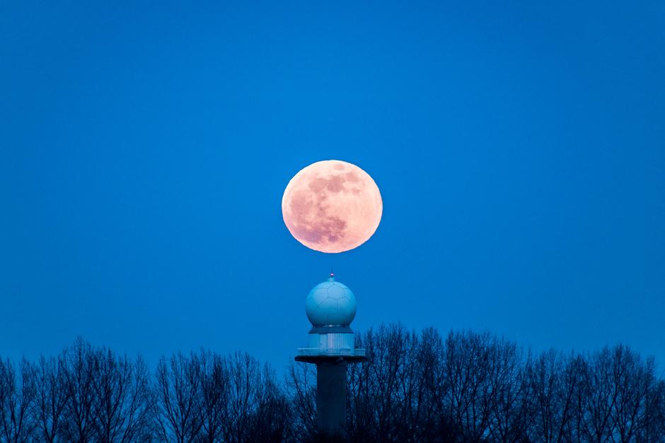Foto van de super maan 19-02-2019