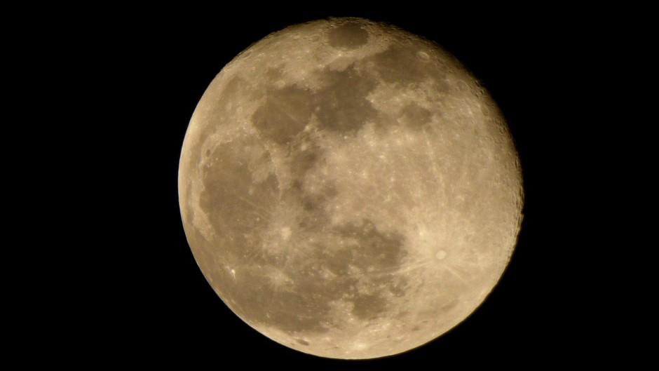 Volle maan vannacht circa 00:30 uur op 21 februari