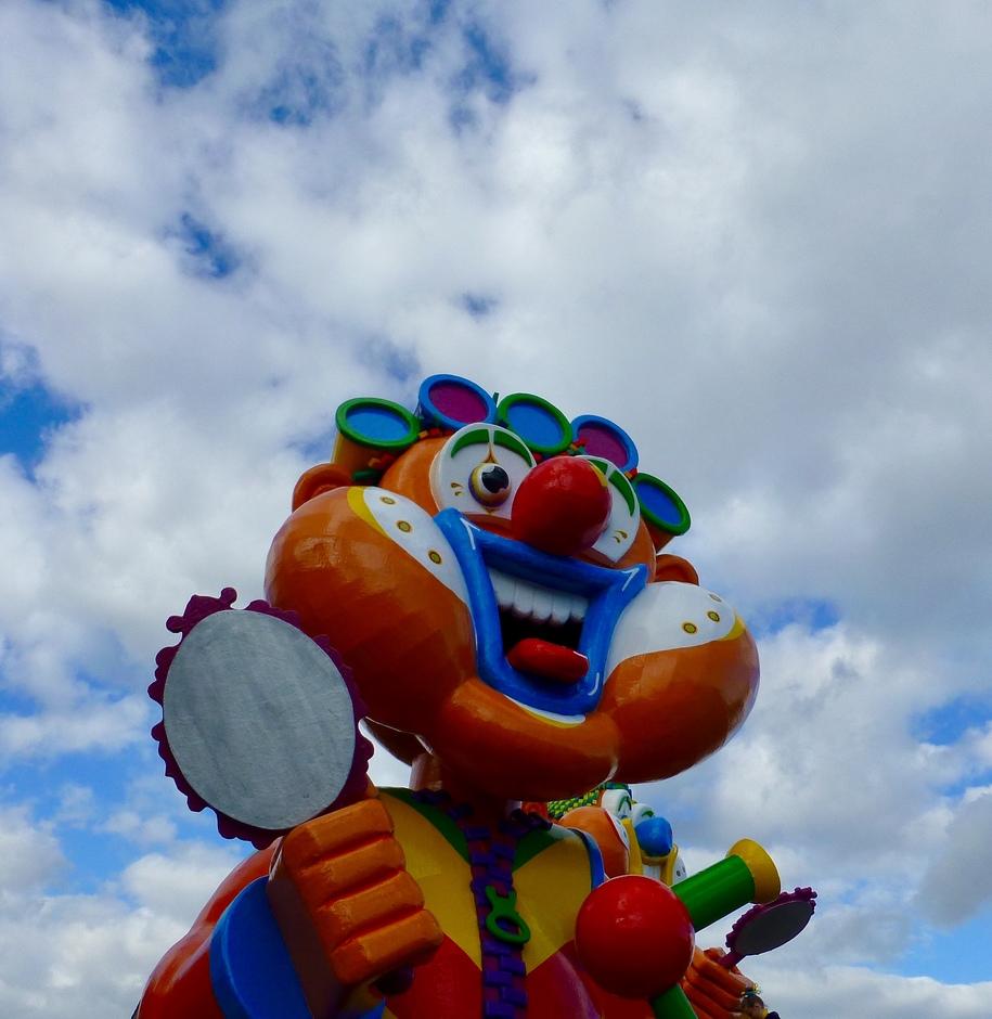 Spiegeltje spiegeltje aan de wand, wie is vandaag de mooiste in Carnavalsland?