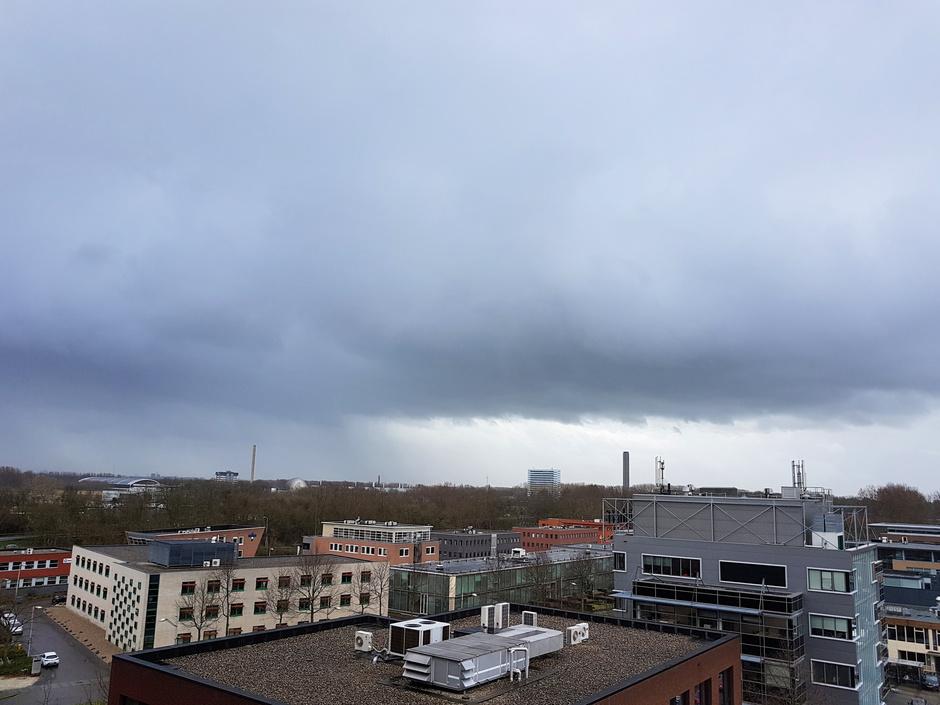 Flinke buien boven Delft