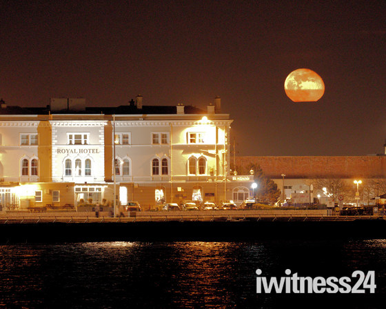 Full moon rising over the Royal Hotel WSM