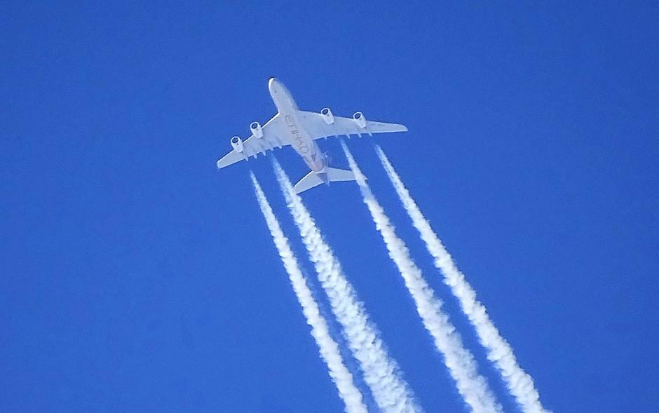 Vliegtuigstrepen.