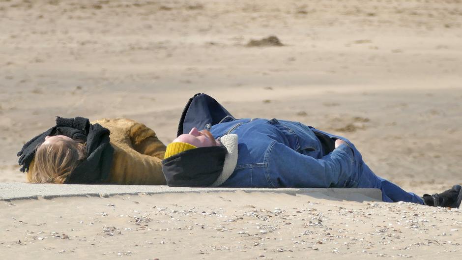 De enige die lagen op het strand van Katwijk