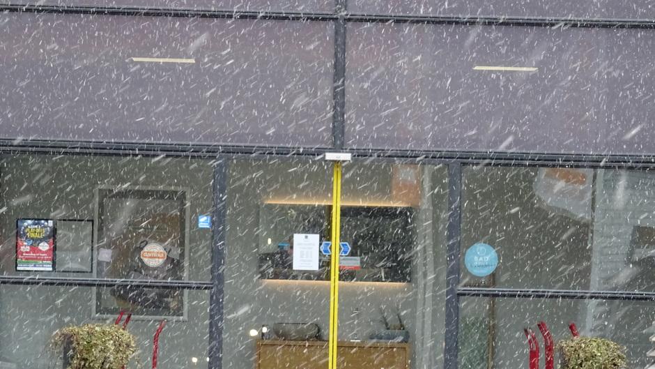 Natte sneeuw zonet in Heerenveen