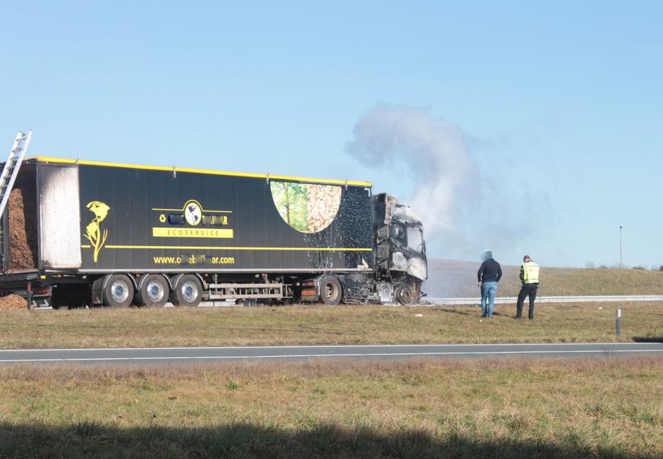 Vrachtwagen in brand.