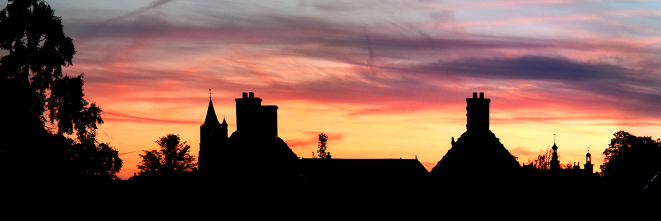 Gorinchem silhouette stad avond