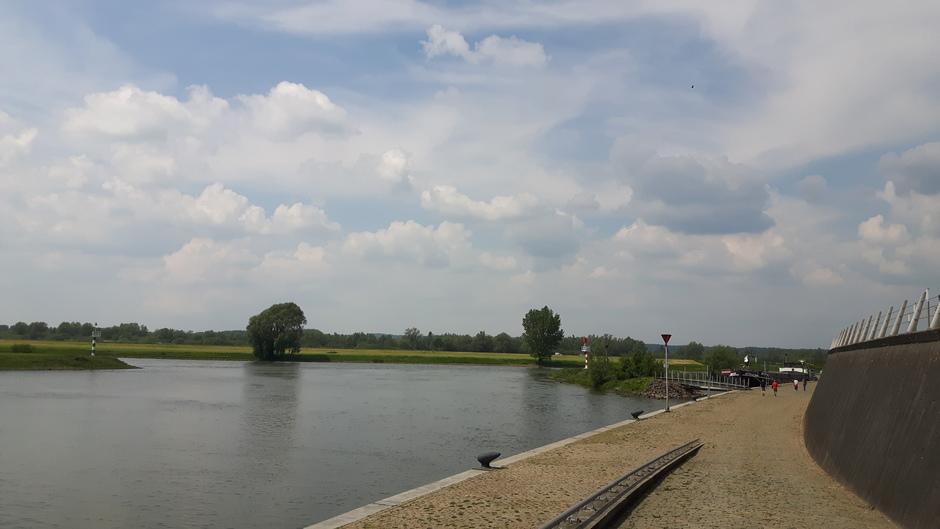 Stapelwolken boven de IJssel in Doesburg.