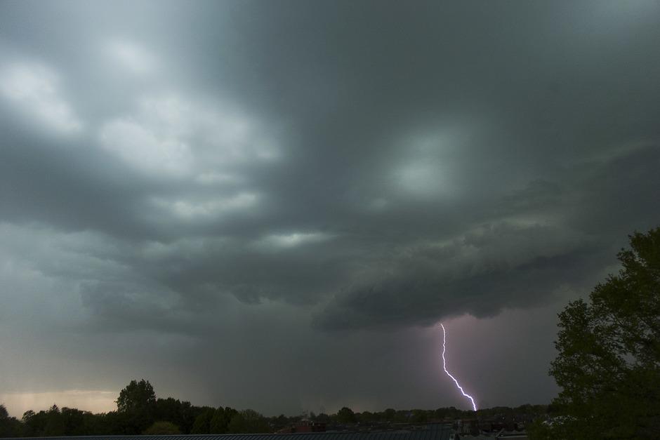 Een prachtige lucht met onweer