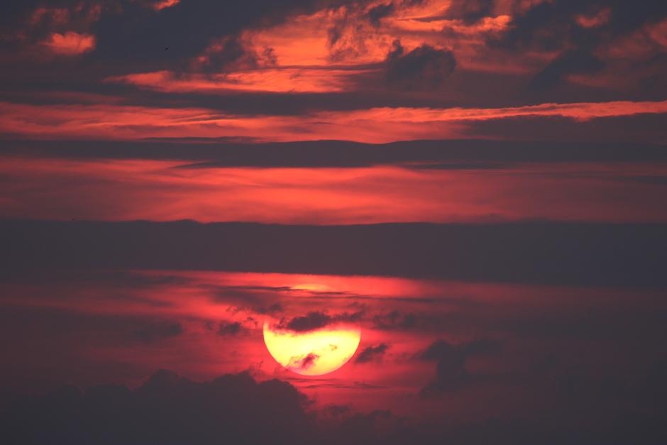 20190605 Sunset met veel wolken en  water in de lucht, levert mooie fotos op