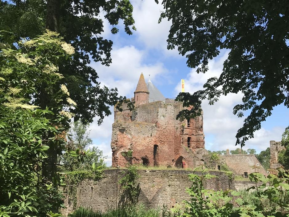 Bewolkt en zon kasteel brederode