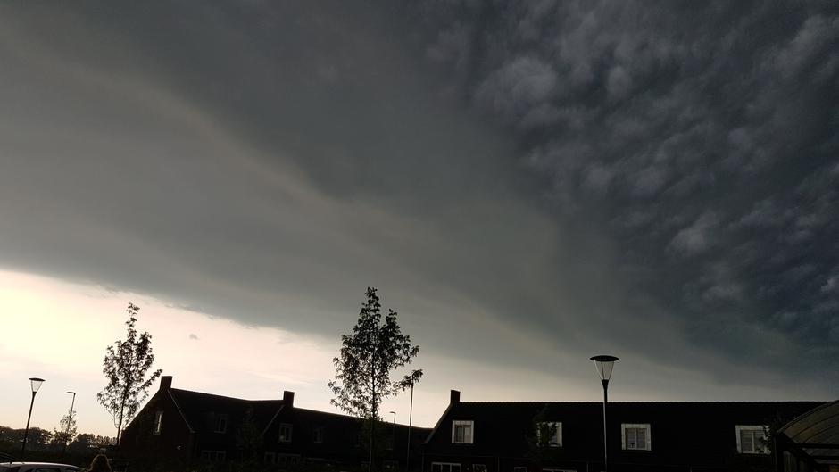 Donkere wolken boven Gorinchem
