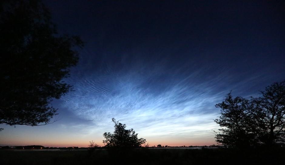 Midzomernachts wolken